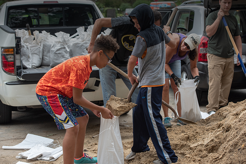 Image of children filling sandbags